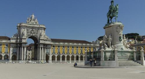 Praça do Comércio Statue